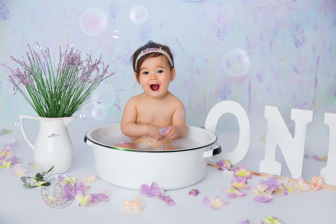 Bubble bath for your baby in a photo studio