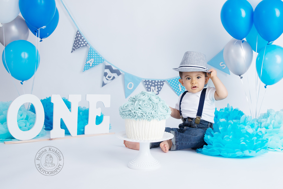 Styled cake smash session at Polina Kuklina Photography. Massachusetts maternity, newborn and baby photography.